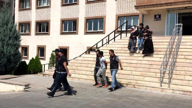 İstanbul dan Karabük e uyuşturucu madde getiren 4 şüpheli yakalandı
