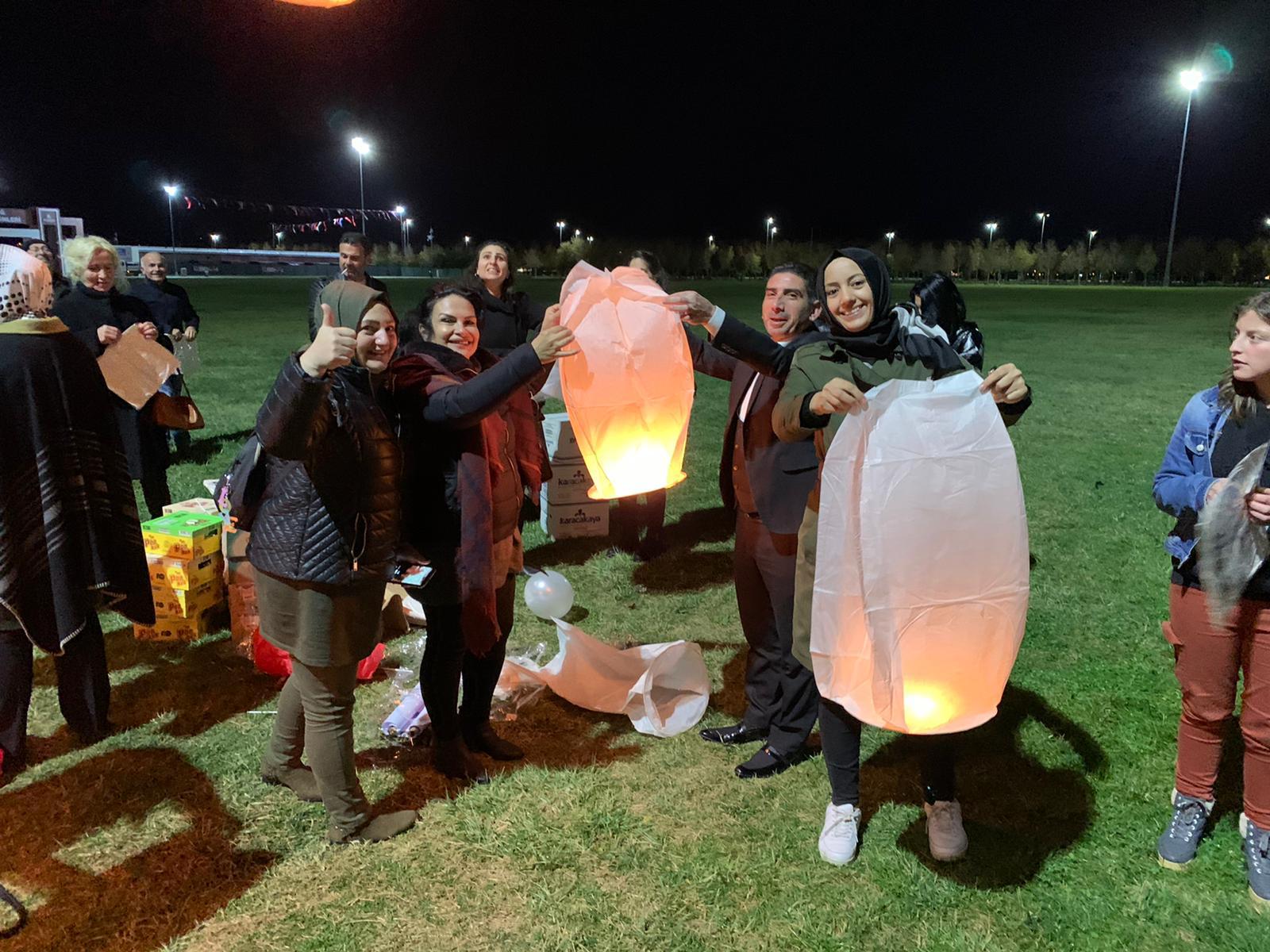 Maltepe'de Gökyüzüne Dilek Balonları Bırakıldı