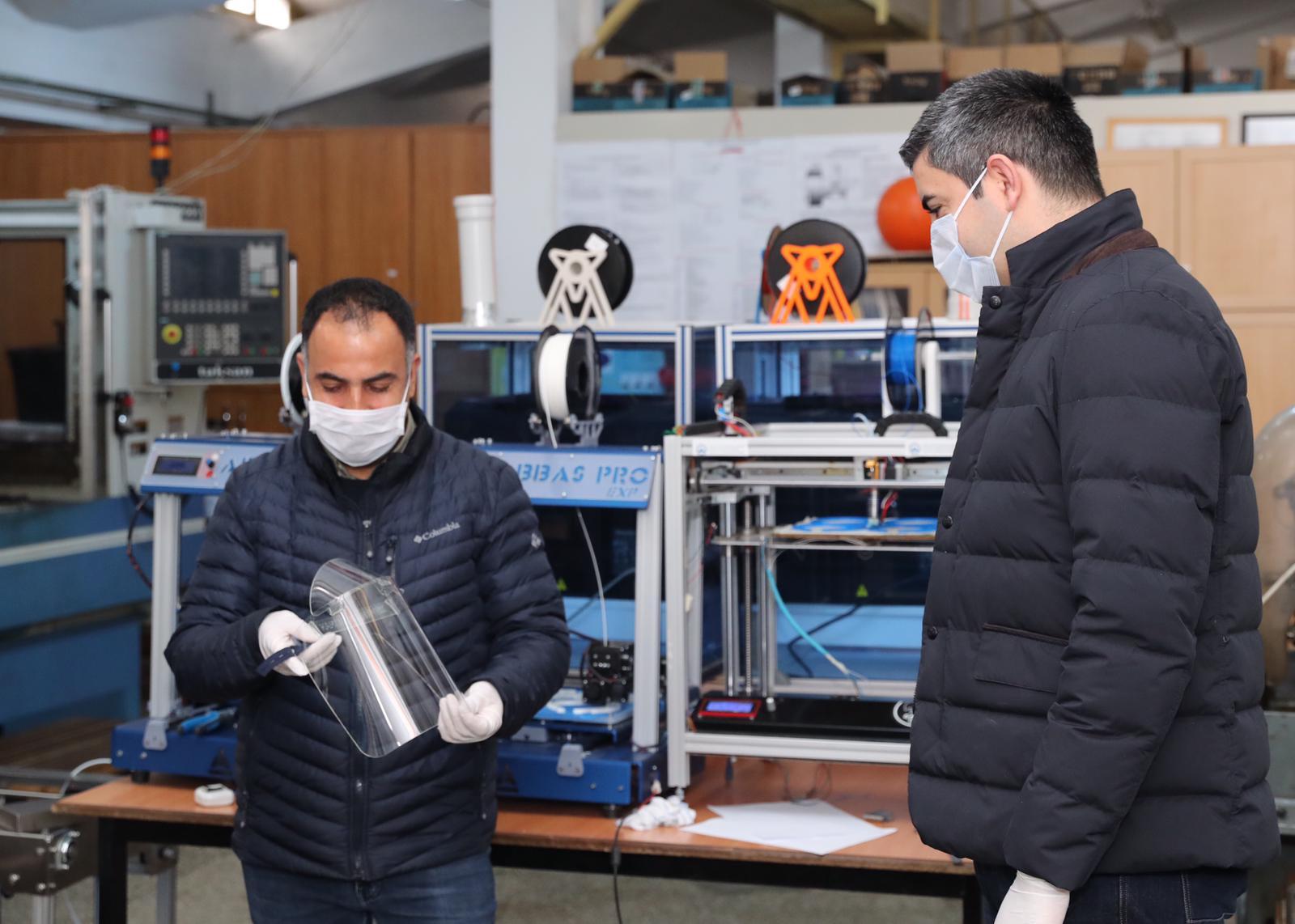 Kartal'da 3D Yazıcı, Lazer Tezgâh ve Tıbbi Yüz Maskesi