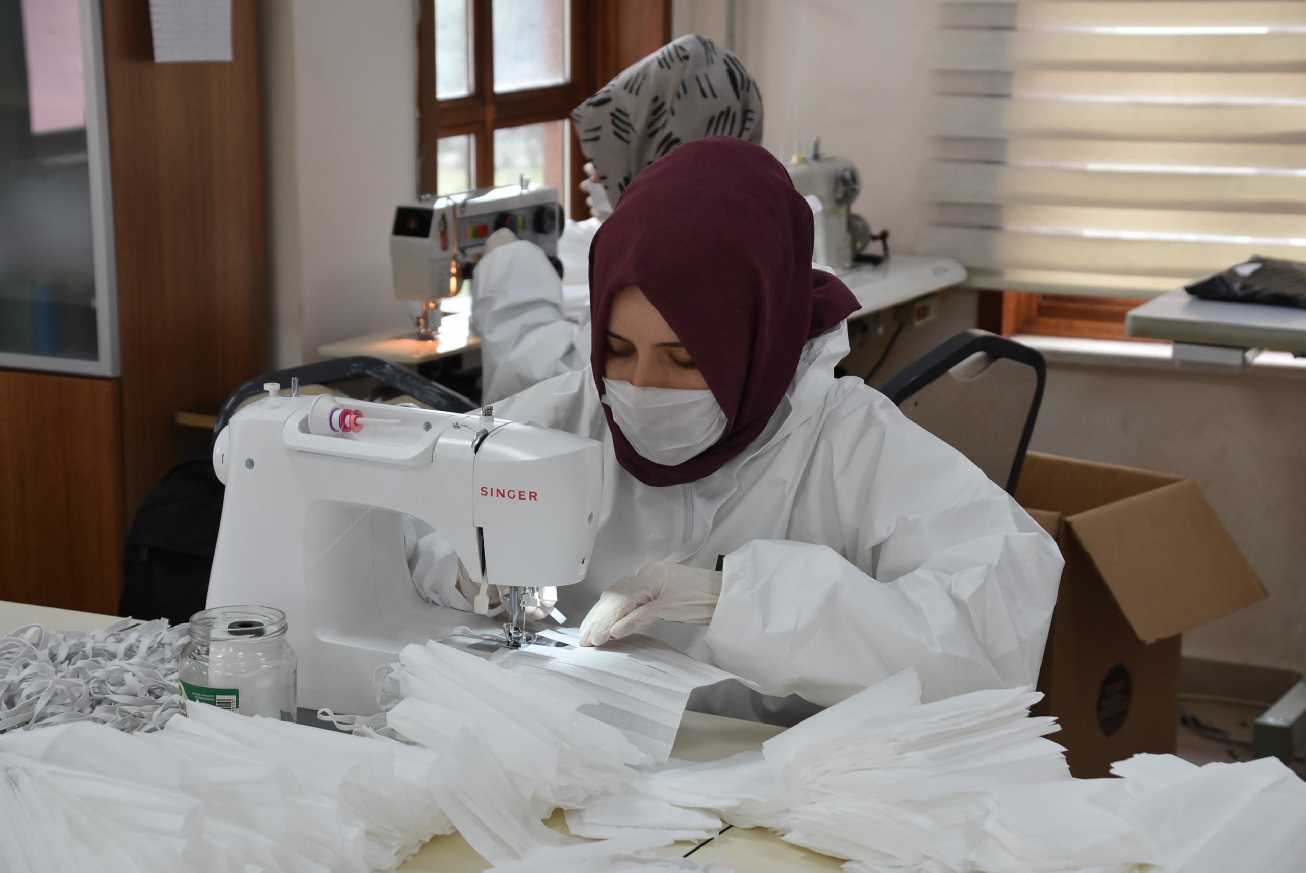 Pendik Belediyesi Maske Üretiyor