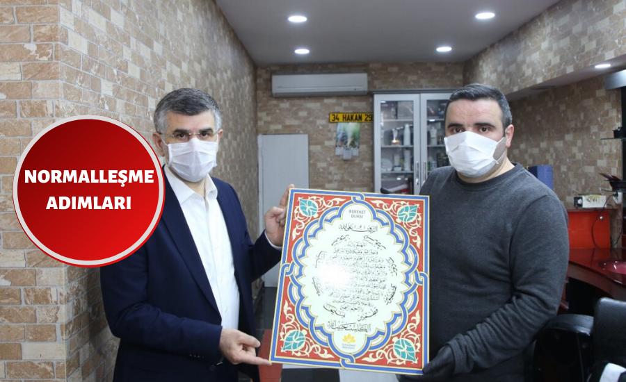 Sultanbeyli'de Bir Kuaförün İlk Müşterisi Başkan Keskin Oldu