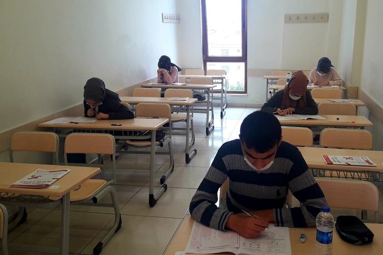 Sancaktepe Belediyesi'nden Sınava Hazırlanan Öğrencilere TYT Deneme Sınavı