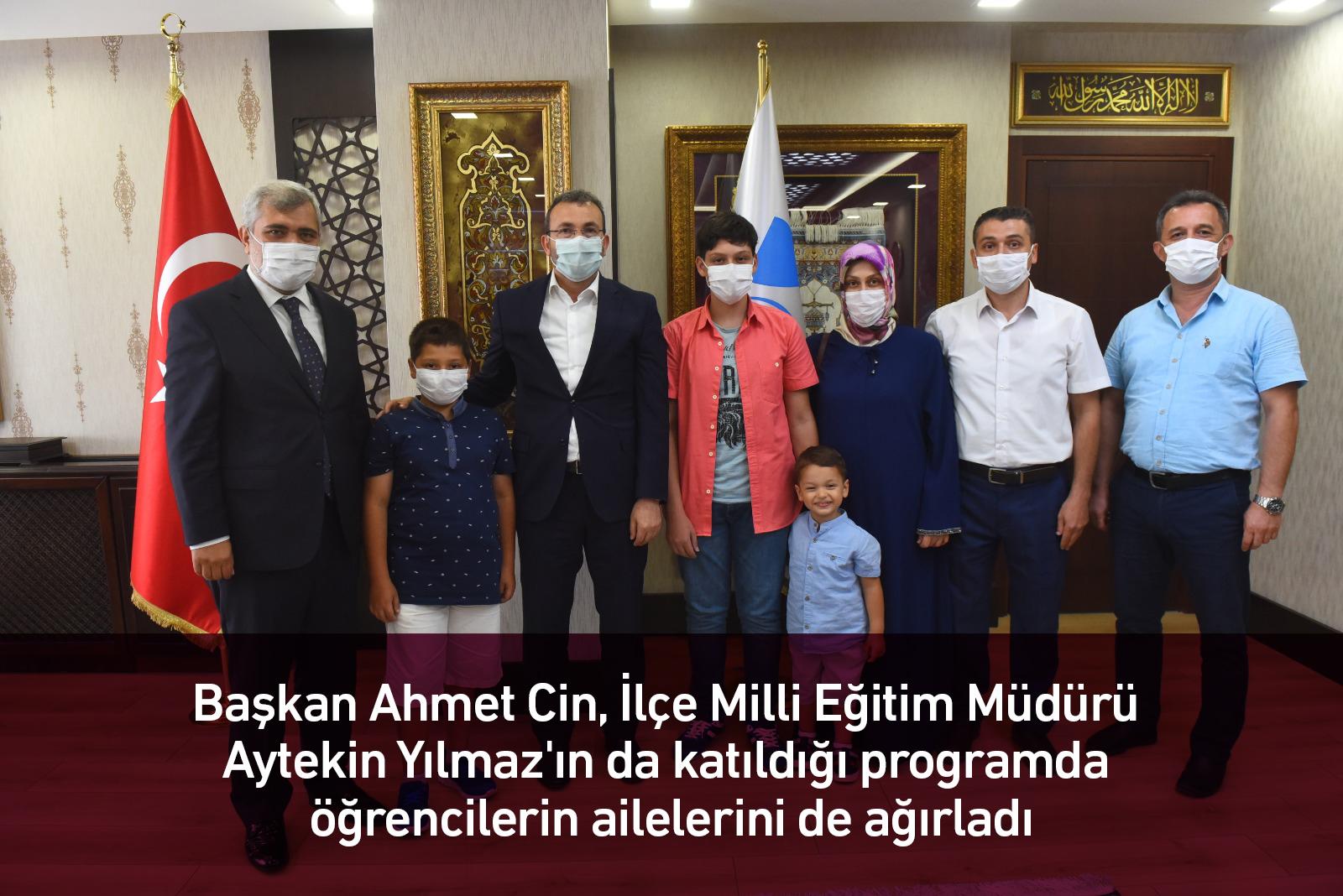 Başkan Ahmet Cin başarılı öğrencileri ağırladı