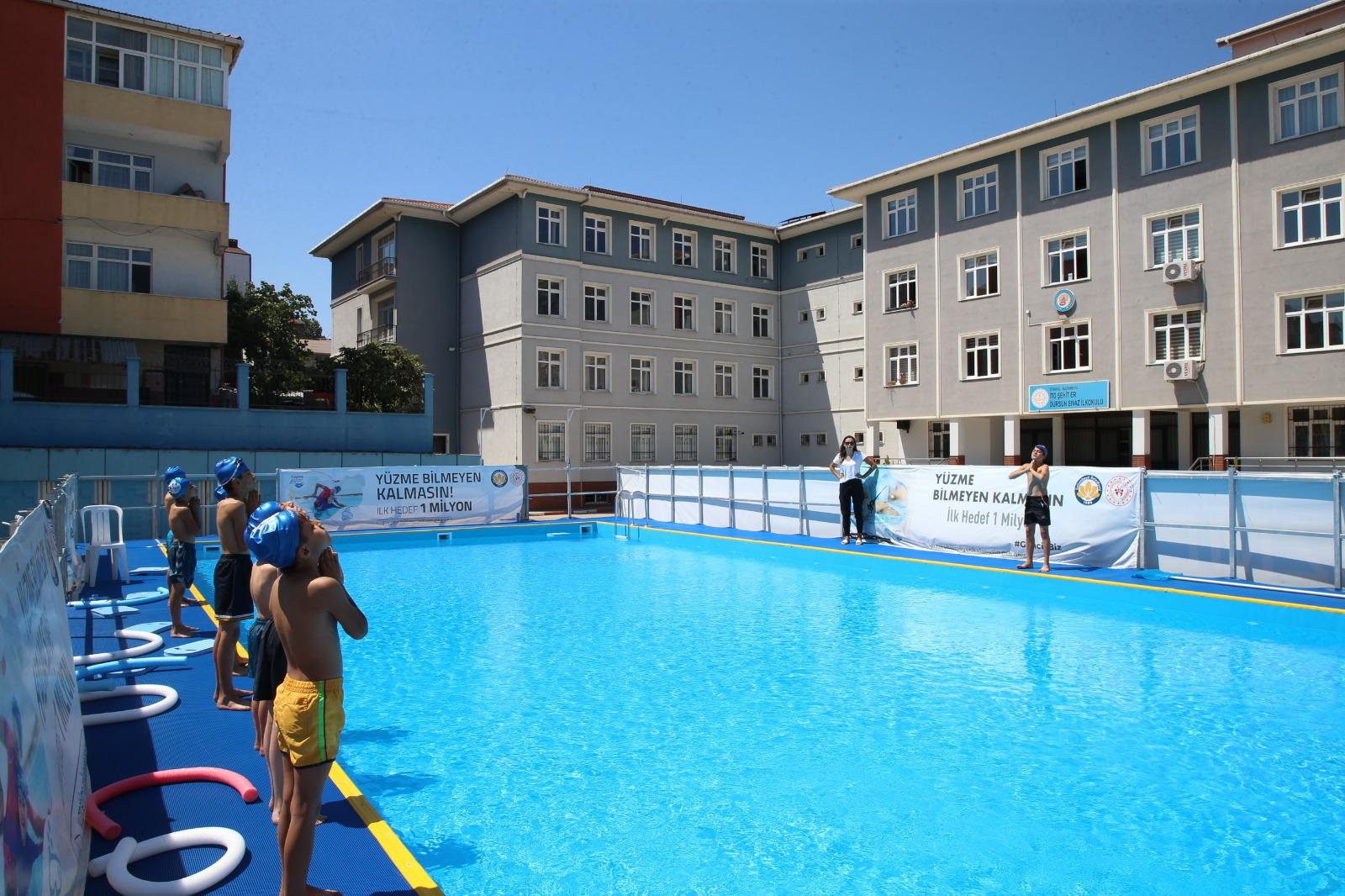 Sultanbeyli'de Çocuklar İçin Yüzme Kursu Ay Sonuna Kadar Devam Edecek