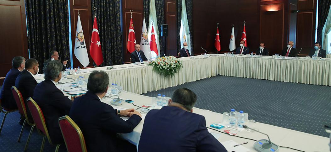Erdoğan, partiye yeni katılan belediye başkanları ile görüştü
