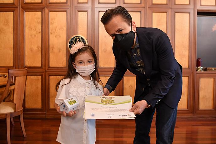 6 Yaşındaki Zeynep, Kazandığı Ödülü SMA Hastalarına Bağışladı