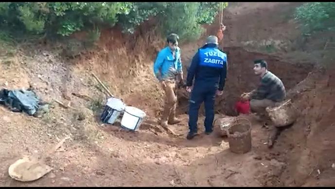 Kaçak Kazı Yapan Define Avcılarını Zabıta Ekipleri Suçüstü Yakaladı