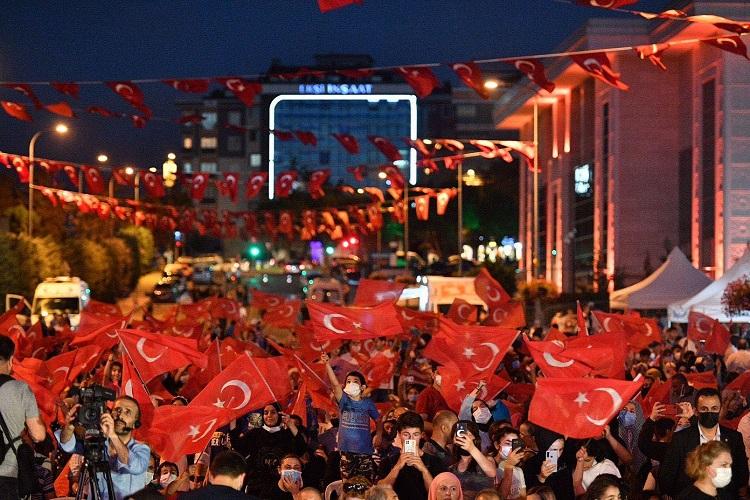 Sancaktepe'de Demokrasi ve Milli Birlik Günü Coşkusu