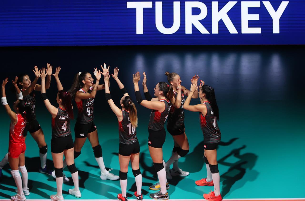 Avrupa Şampiyonası: Türkiye, Polonya'yı yenerek yarı finale yükseldi