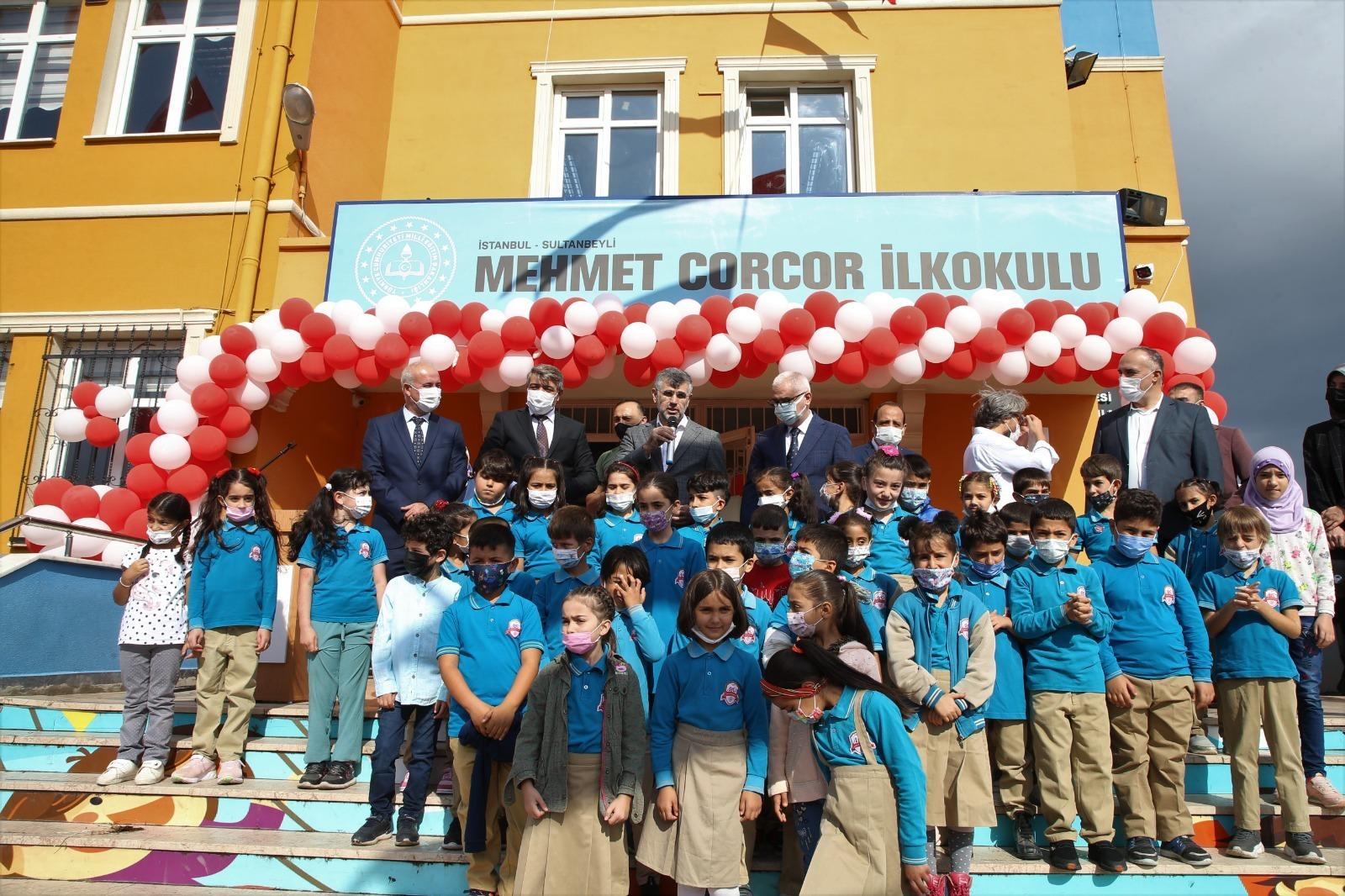 Sultanbeyli'de okullar açıldı