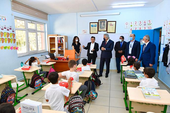 Tuzla'da Yeni Eğitim Öğretim Yılı Törenle Başladı