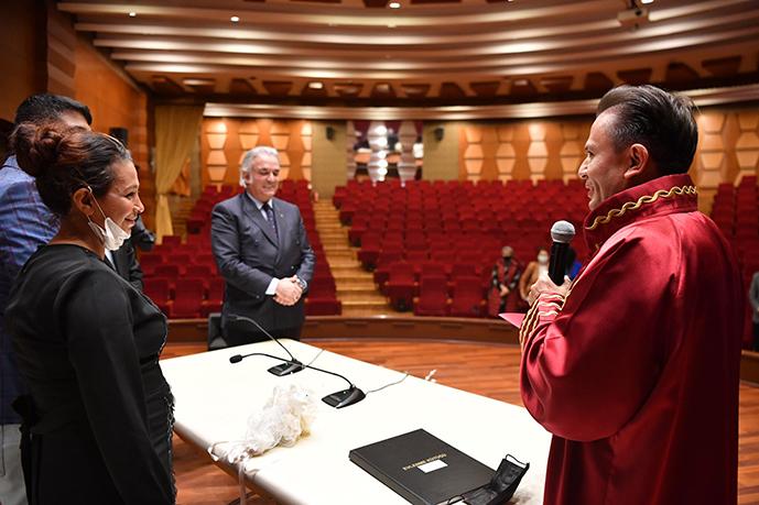 Tuzla'da Oturan 2 Çocuklu Romen Çiftin Nikahını Tuzla Belediye Başkanı Dr. Şadi Yazıcı Kıydı