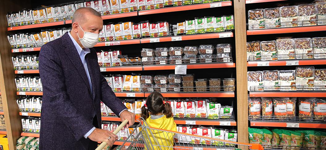 Erdoğan, evinin yakınındaki bir marketi ziyaret etti